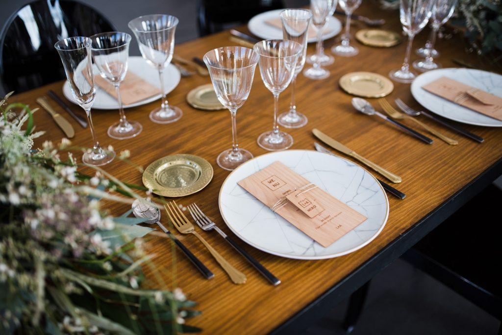 Minimalist Organic Industrial Elopement Barcelona   Shooting d'inspiration Minimalist Organique Industriel Barcelone   Harold Abellan Photography   Make My Wed Wedding Event Design