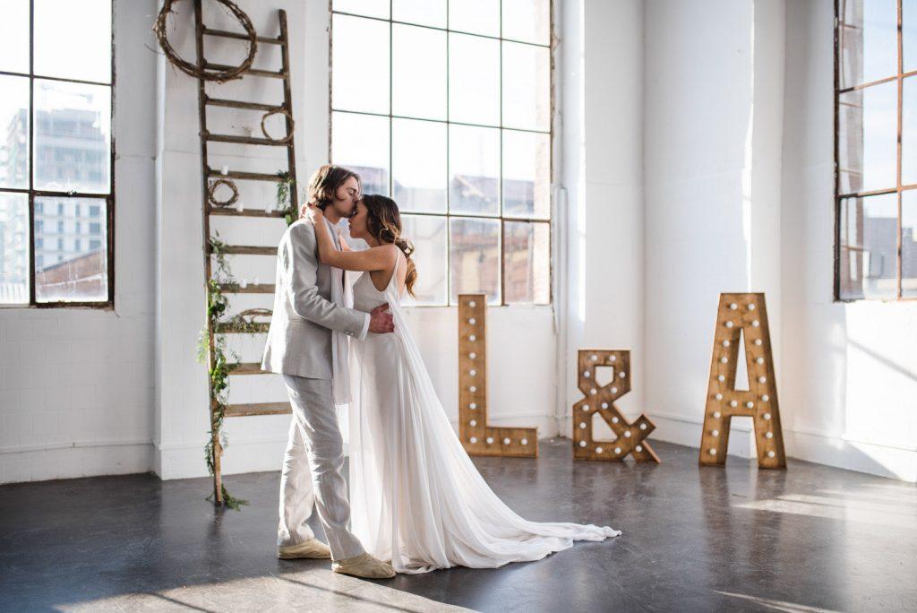 Make My Wed_Mariage industriel vegetal elegant en petit comite_Elopement-Barcelona-Espagne_HaroldAbellanPhotographer_Destination-wedding-planner