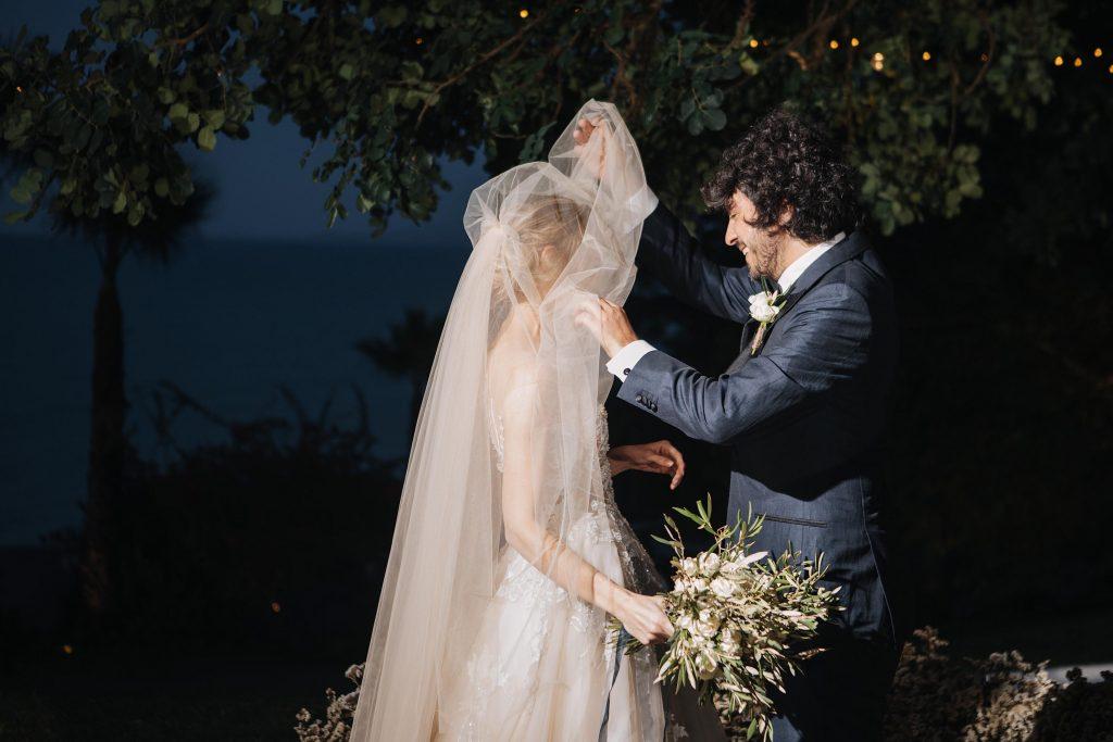 Mariage élégant en bleu et blanc à Sidi Bou Saïd - Tunisie | By Make My Wed | Credit Tanya Kushnareva